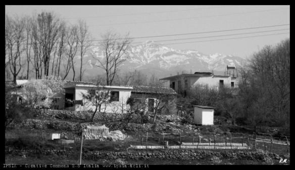 1203 Il villaggio di Sheldi, Albania