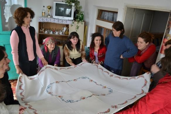 Regione di Ass, le donne ci mostrano i loro lavori artigianali, Kosovo