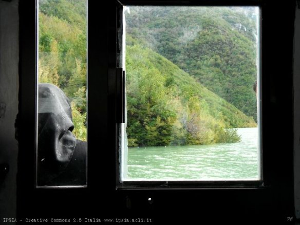 Albania, storie di vita sulla strada per Fierzë di Tropojë, lago di Koman